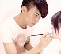 彩妝師 Ray