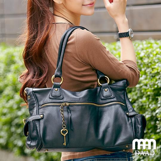 包包網, DAAD tasteful bag 真皮鑰匙裝飾拉鍊肩背包-黑